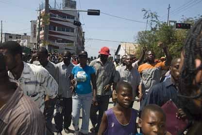 Grande mobilisation de Fanmi Lavalas le samedi 28 Fevrier - Page 2 04
