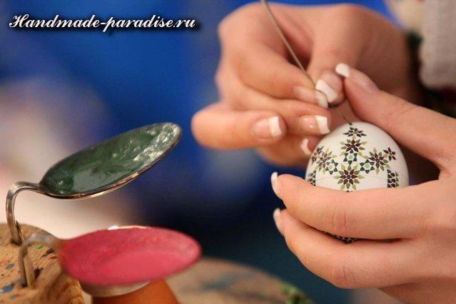 Создаем писанки Rospis-pashalnyih-yaits-goryachim-voskom-1