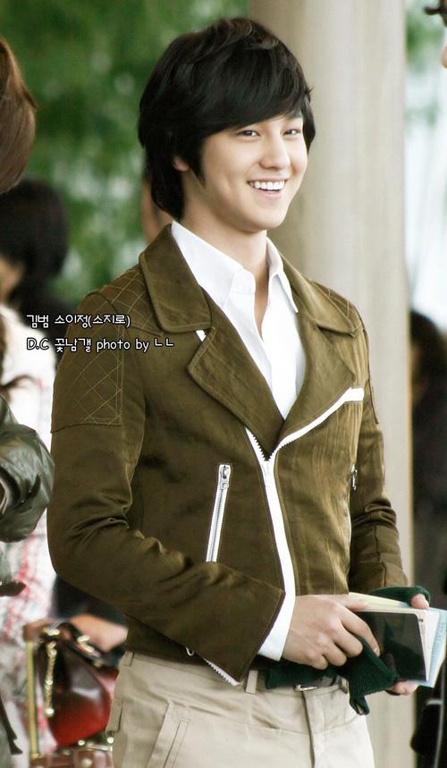 معلومآت عن الممثل الكوري Kim Bum الحآصل علي لقب آجمل ششاب في العالم Hyd_kim_bum