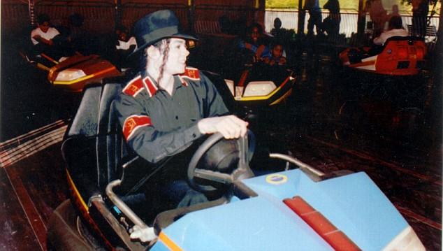 Conversas Privadas em Neverland Com Michael Jackson Article-1197247-00eec19800000191-313_634x359