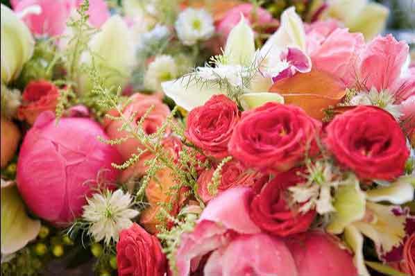 Lulet dhe kuptimi i ngjyrave te tyre  CoralHotPinkBouquet