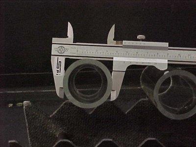 قياس الأبعاد باستخدام القدمة ذات الورنية فيزياء الصف الاول الثانوى المطور 2014  Glasscaliper1