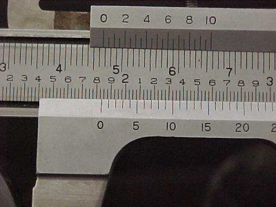 قياس الأبعاد باستخدام القدمة ذات الورنية فيزياء الصف الاول الثانوى المطور 2014  Glasscaliper2
