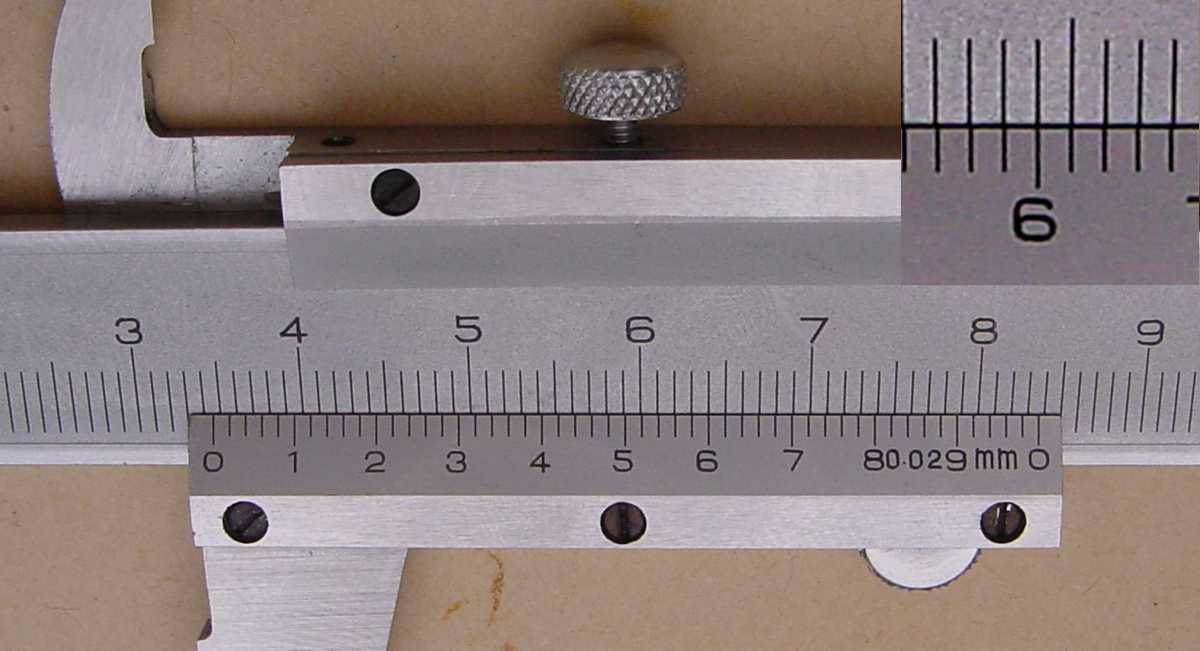 قياس الأبعاد باستخدام القدمة ذات الورنية فيزياء الصف الاول الثانوى المطور 2014  Vfig05a