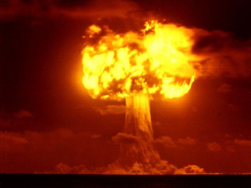 Drama Bomb:D Nuclear-bomb-explosion