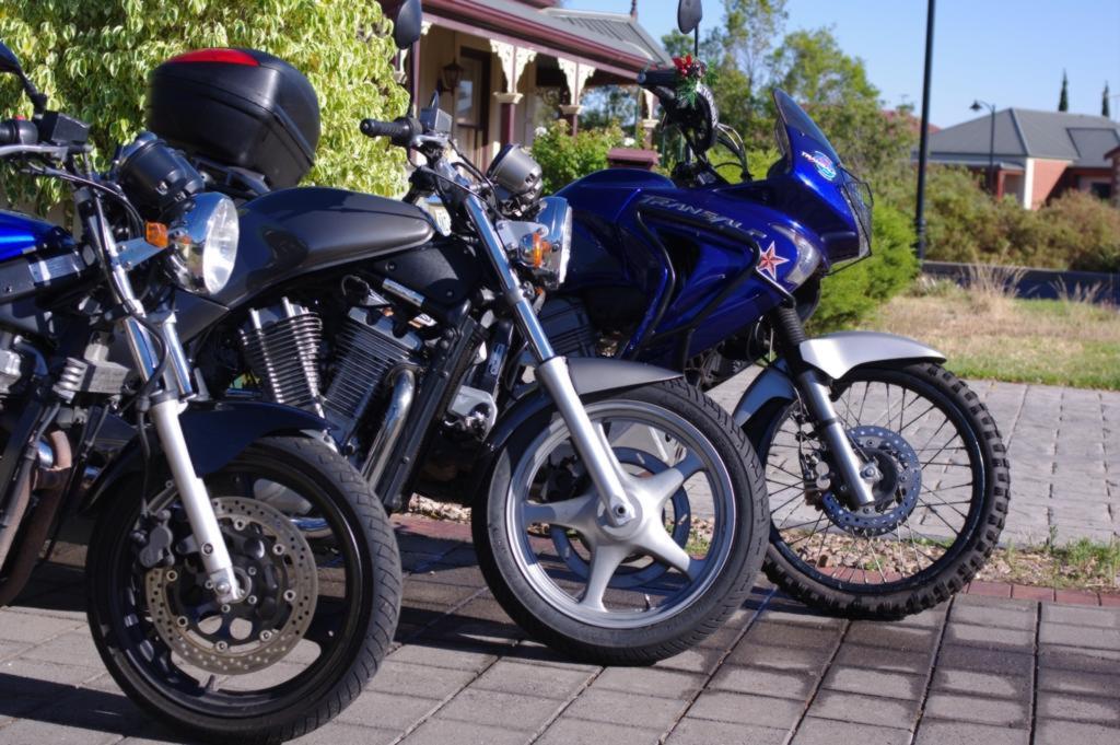 Плохие дороги и VX? - Страница 2 Background-bikes00