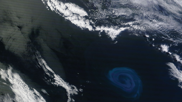 Blue Glowing Whirlpool the Size of a State Spotted by NASA Satellite 04-12-lit-eddy_orig