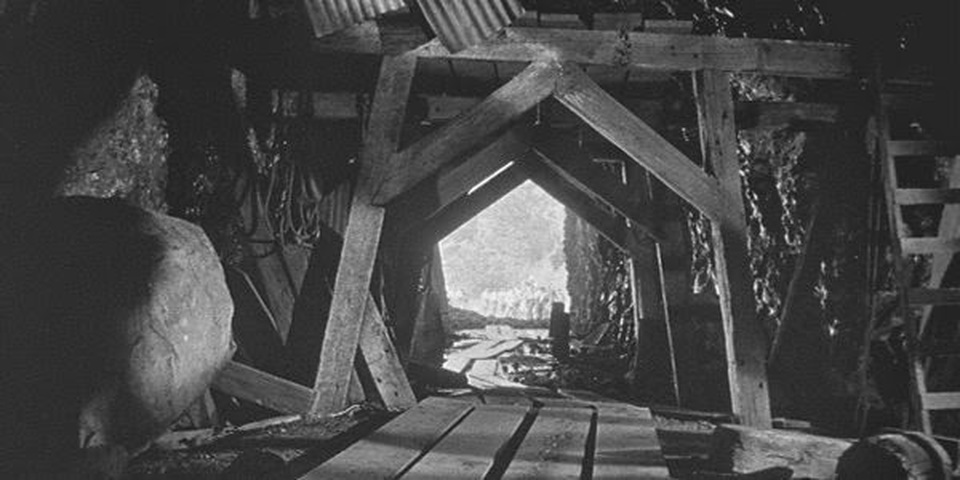 City Found 360 Feet Below Missouri City, Giant Human Skeleton Found 8070261-orig_orig