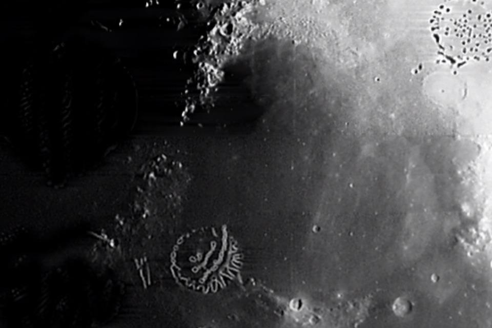 Scientists SHOCKED As Man Remote-Views Alien Bases On Moon! 857982_orig