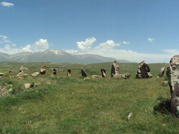 Armenian Stonehenge: Incredible History of the 7,500-Year-Old Observatory of Zorats Karer Stone-monuments_orig