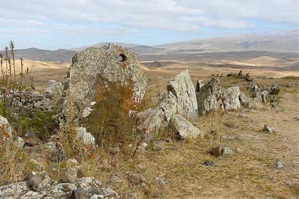 Armenian Stonehenge: Incredible History of the 7,500-Year-Old Observatory of Zorats Karer Stones-with-a-hole_orig