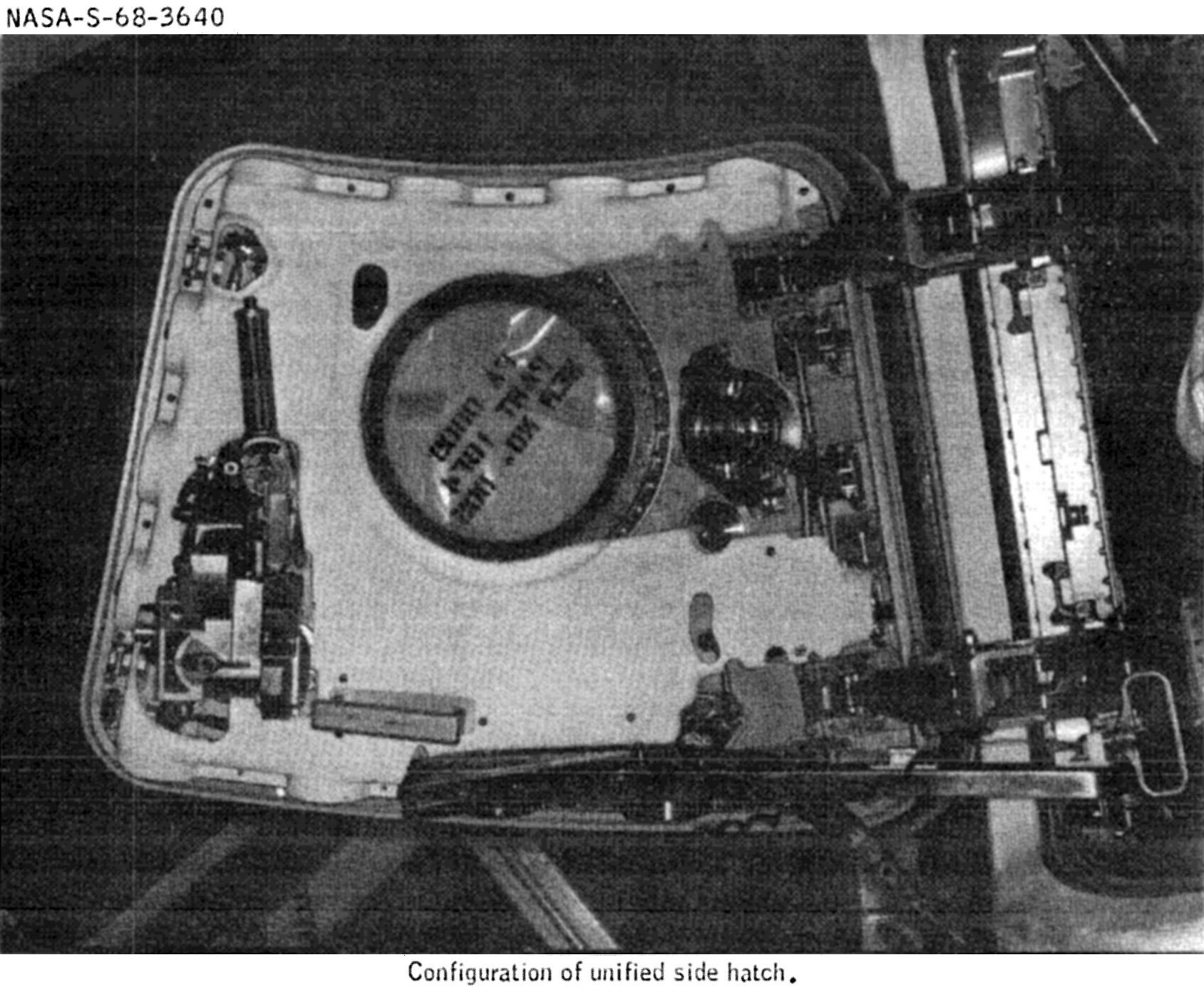 Saturn V AS-502 (Apollo 6) - 4.4.1968 Apollo-6-hatch