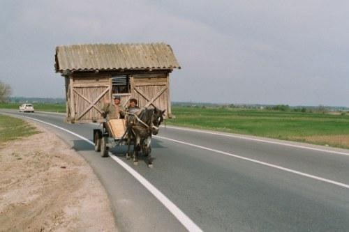 Conduire sans voiture et sans essence. Rte-nationale-roumanie-Oltenie-Slatina-2004-Francis-ERNST