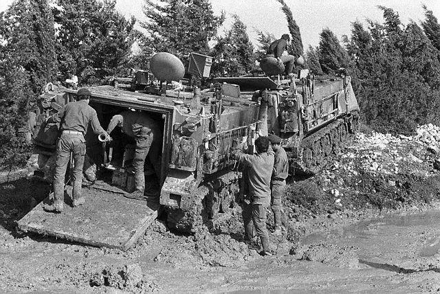 armée israélienne 1977-troupes-israc3a9liennes-sur-la-frontic3a8re-libanaise