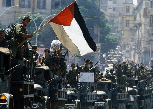 scènes de combat (armée libanaise, palestinien, chrétien...) 1982-21-aoc3bbt-palestiniens-quittent-beyrouth