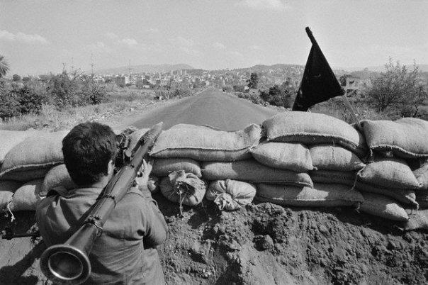 scènes de combat (armée libanaise, palestinien, chrétien...) 1982-amal-n505353208_76388_7068