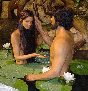Adam et Eve, nos origines... Adam-and-eve-in-the-creation-museum-monica-lam-2007