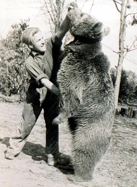 [Historia] Voytek, el oso soldado. Voytek-luchando