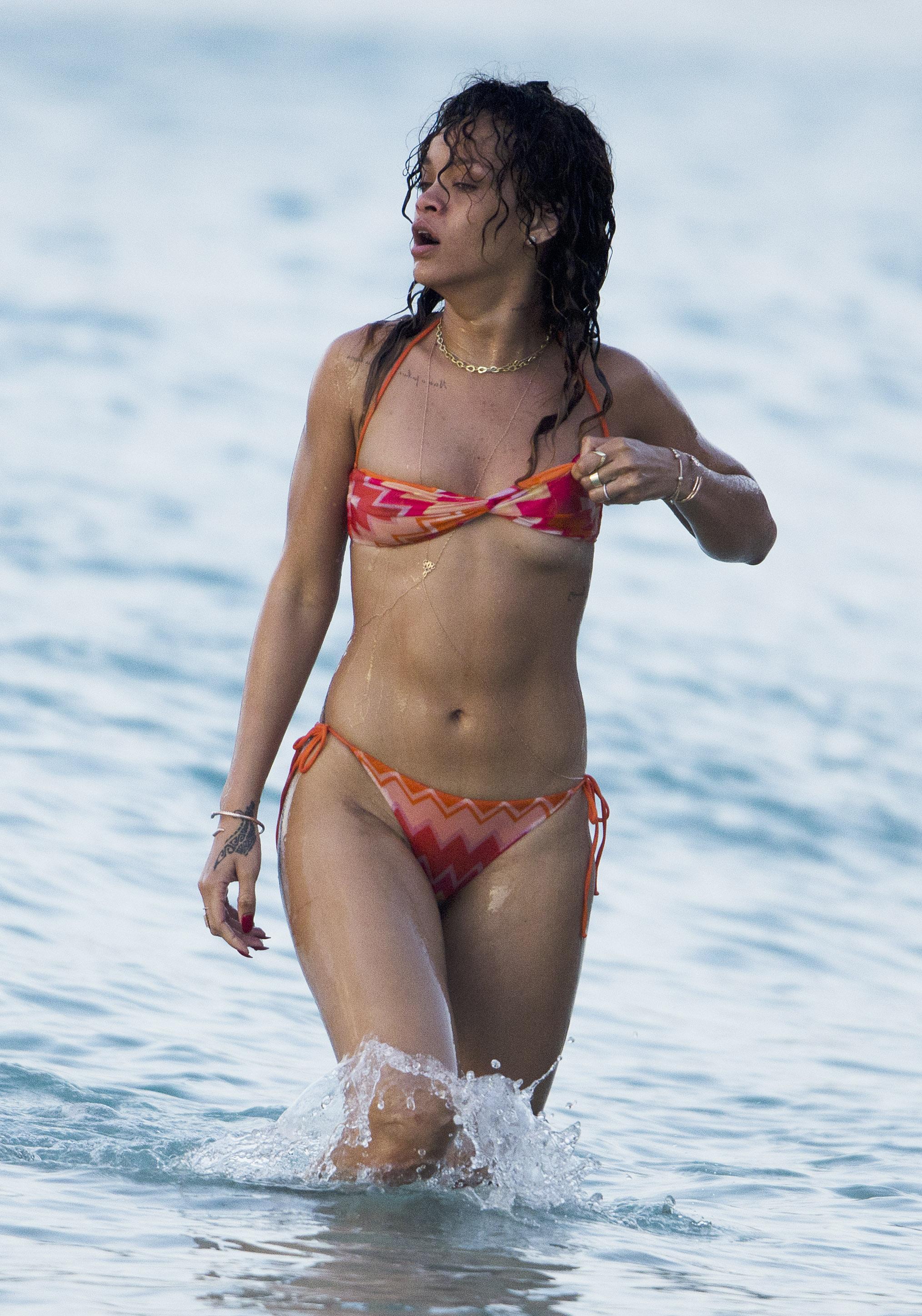 #Game » Califica Mi Cuerpaxo Rihanna-bikini4