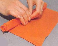 Бумажные цветы для декорирования праздничного стола. Мастер-класс 42