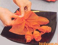 Бумажные цветы для декорирования праздничного стола. Мастер-класс 81