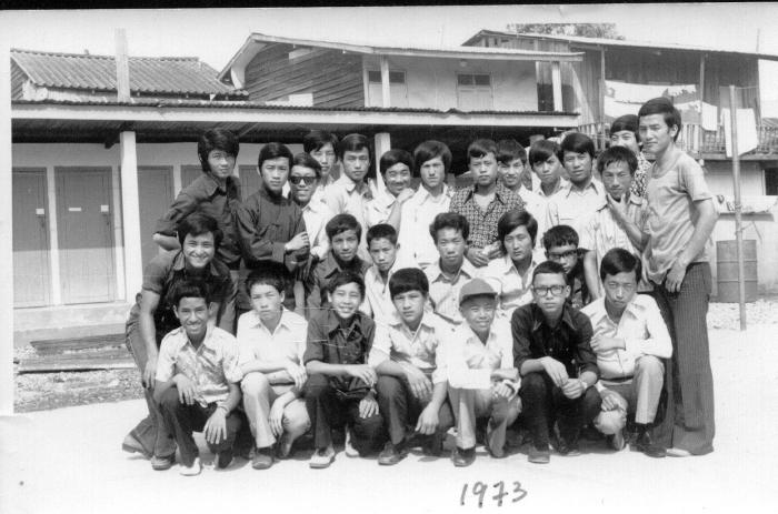 May Kham Yang phau ntawv tawm tshiab nyob txhua lub nroog  thoob Fab Kis Teb. Post-348-1182101849_thumb