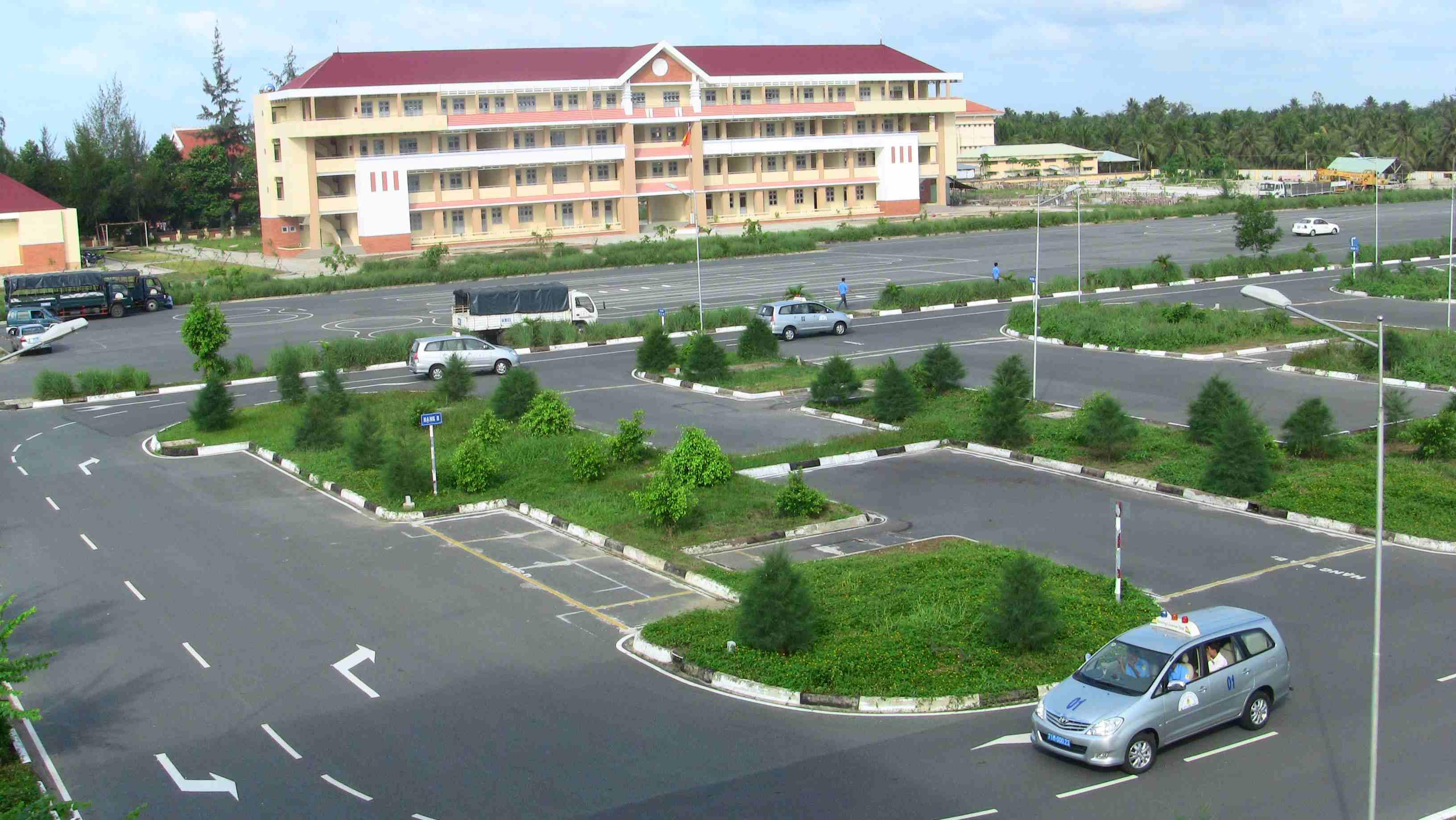 Học lái xe ô tô tại Nghệ An giá rẻ uy tín Hoc-lai-xe-tai-vinh-1