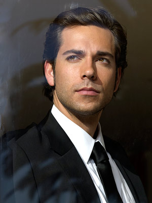 Characters Zachary-levi-geeky-sexy