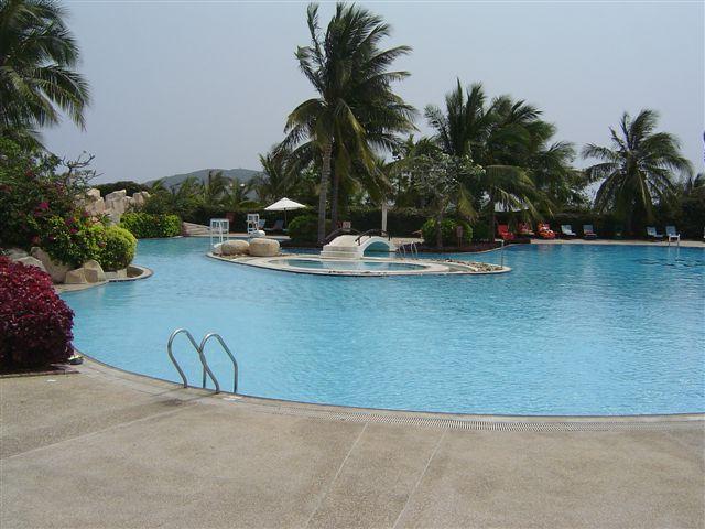 Бассейн      Sanya-swimming.pool-holiday.inn