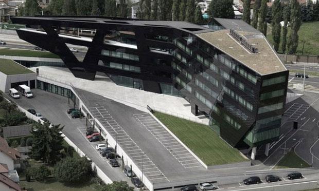 Fekete Gém Fegyvertechnikai cég Top-view-of-The-Black-panther-Futuristic-Building