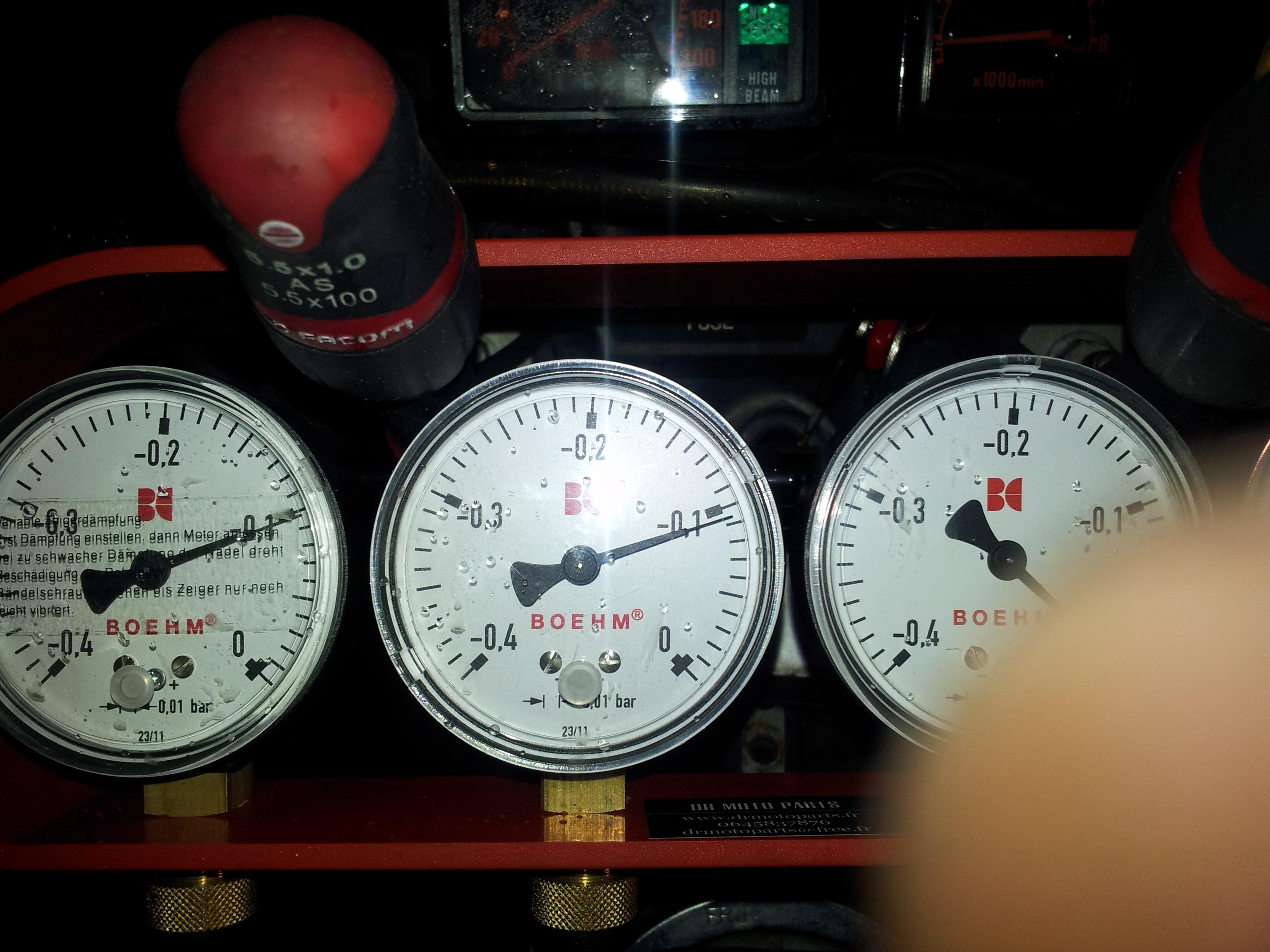 XLV 750 : Ralenti accéléré (2000/2500 tours/m)  [RESOLU] - Page 3 XLV%20750%20syncro%20800