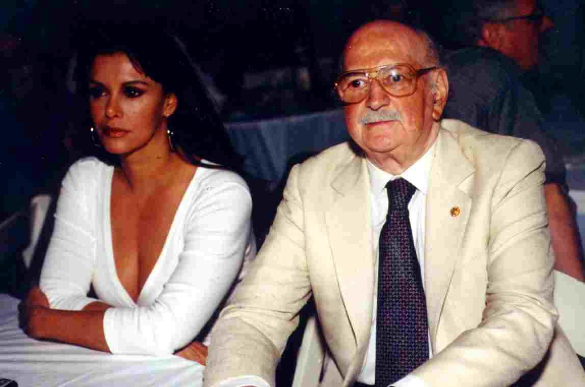 Лусия Мендес/Lucia Mendez 4 - Страница 27 Miami2001conluciamendez