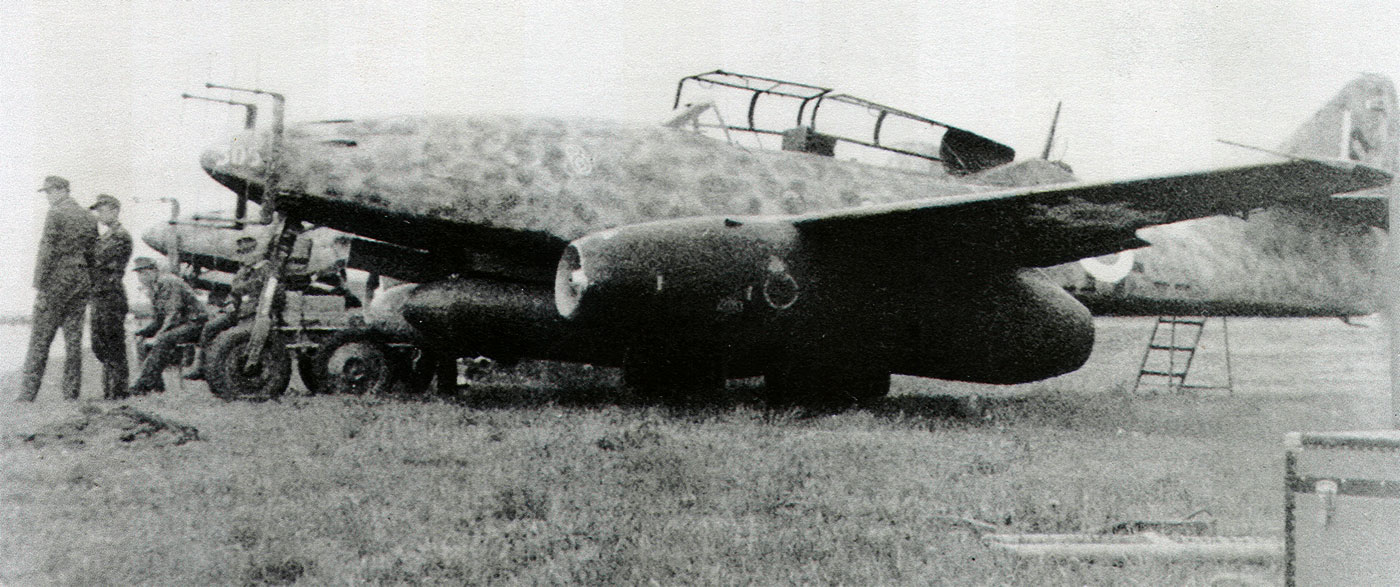 Cazas y ases de la segunda guerra mundial . 1-messerschmitt-me-262b-10-njg11-r8-wnr-110305-schleswig-jagel-1945-01