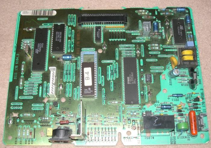 QUEL ETAIT LE MEILLEUR MICRO-ORDINATEUR 8 BITS ? - Page 5 Minitel2_motherboard