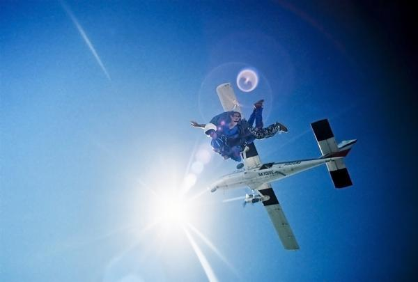 Como sobreviver à queda de um avião sem paraquedas Skydiver-02