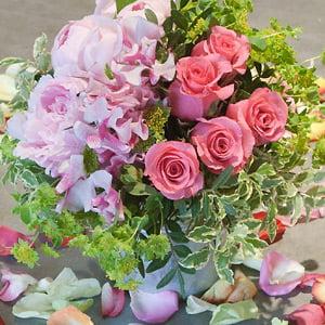 Bon Samedi 596181-realisez-un-bouquet-de-roses-et-de-pivoines-pour-la-fete-des-meres