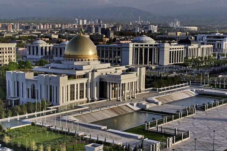 le site de Martin du 10 octobre trouvé par Cathy - Page 3 2201217-turkmenistan-le-paradis-de-l-architecture-megalo