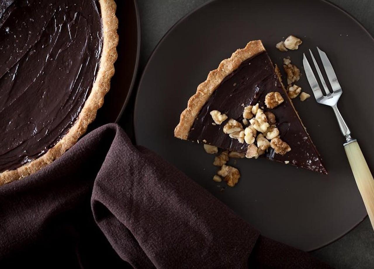 طريقة عمل تارت شوكولاتة النوتيلا بالتوت والمكسرات 839151