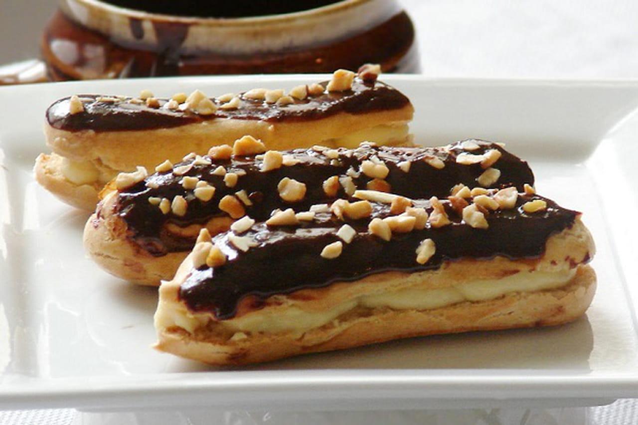 طريقة عمل إكلير الشوكولاتة والمكسرات 837525