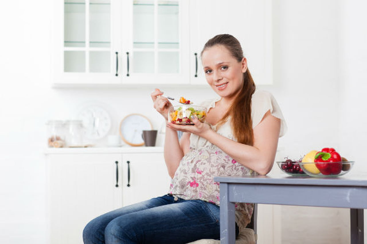 أطعمة يجب تجنب تناولها أثناء الحمل  791356
