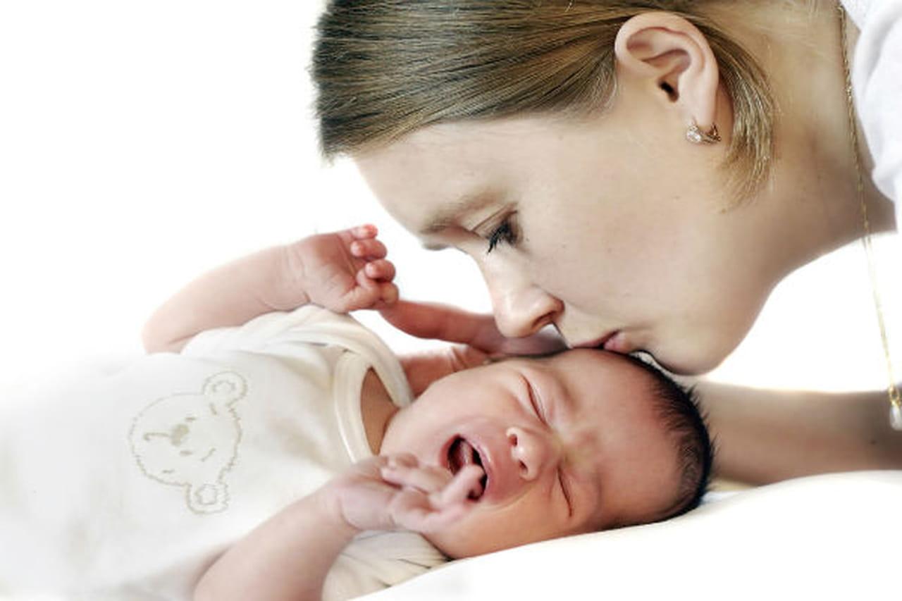 10 نصائح لتهدئة طفلك الرضيع عندما يبكي  798131
