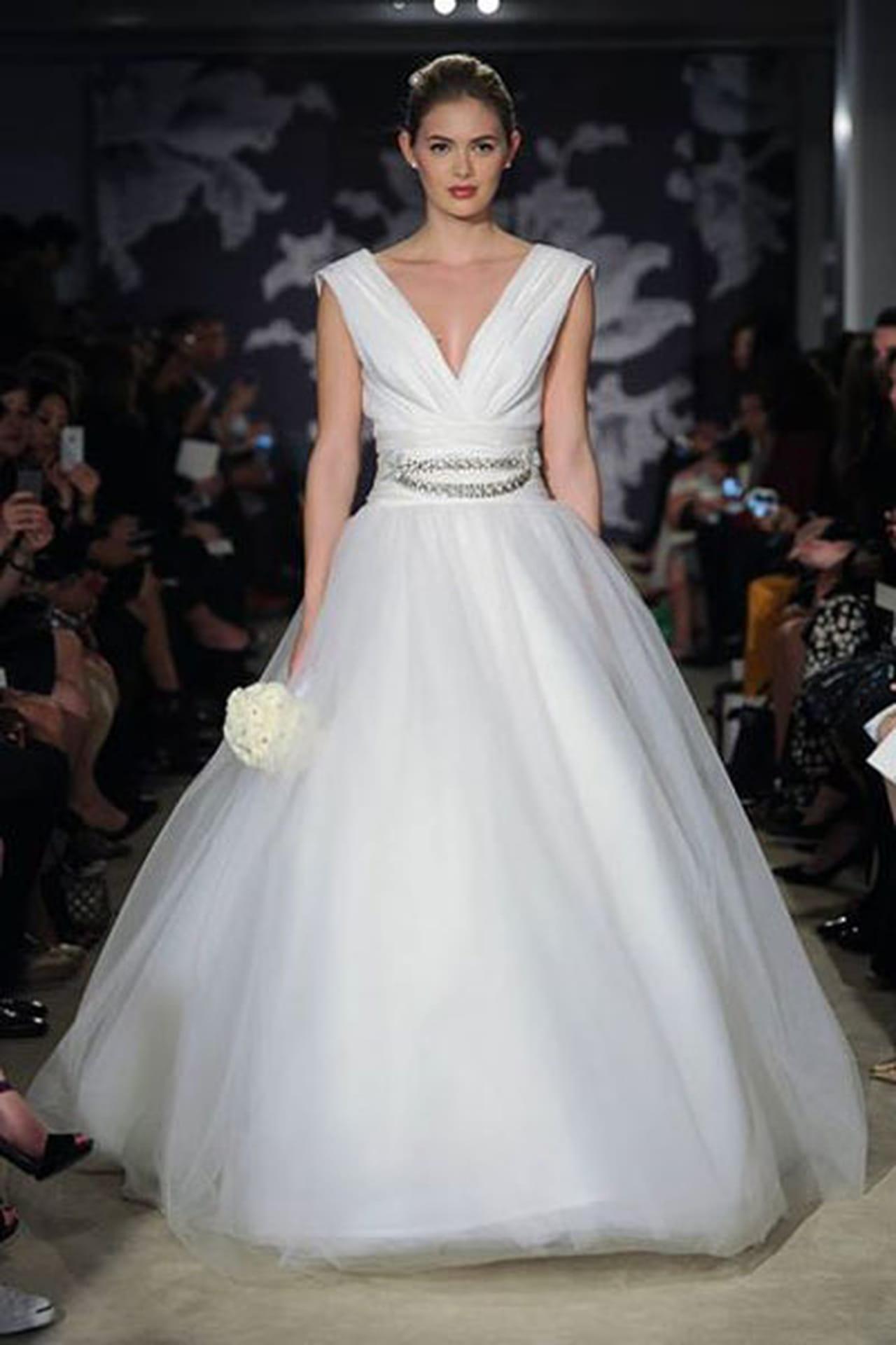 إبداع كلاسيكي في فساتين زفاف 817016