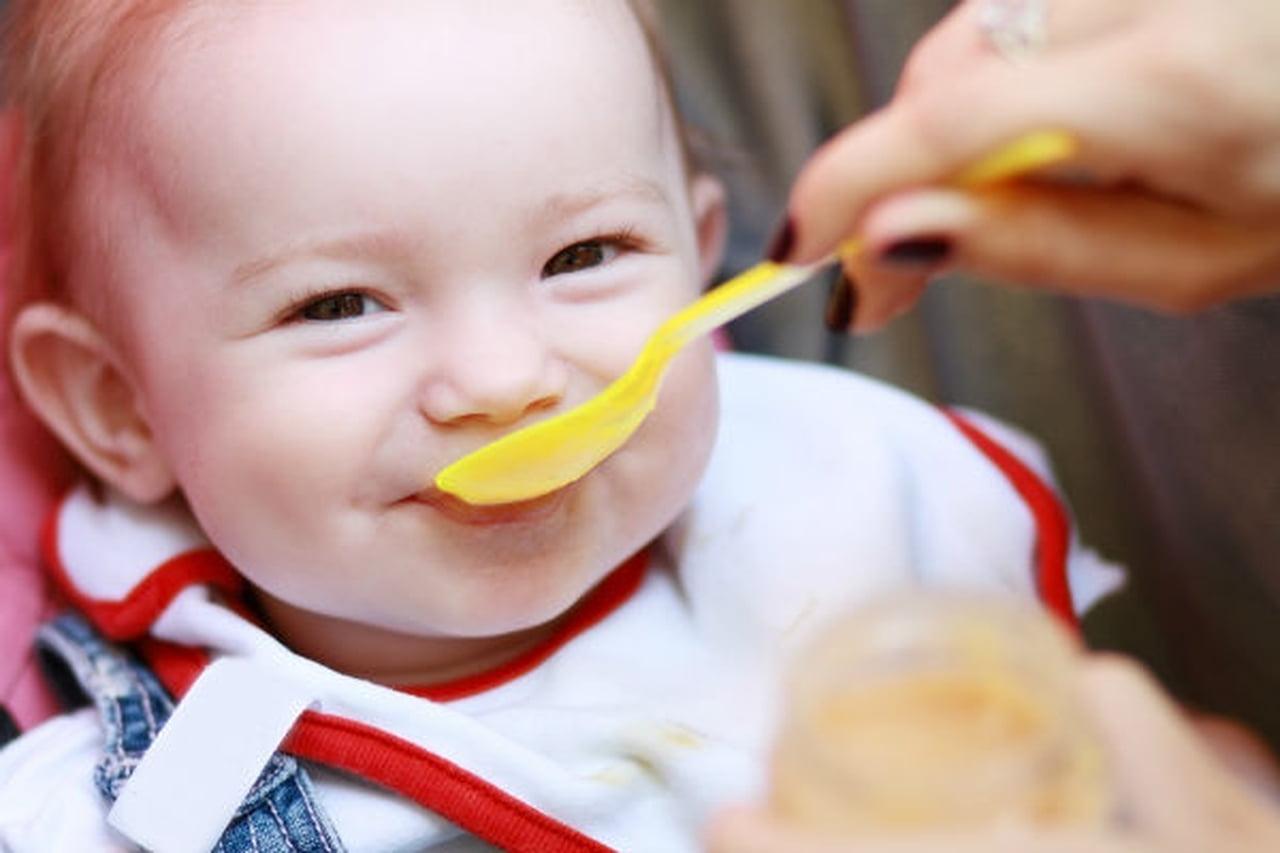 8 أطعمة تساعد على زيادة وزن الطفل ضعيف البنية  809028