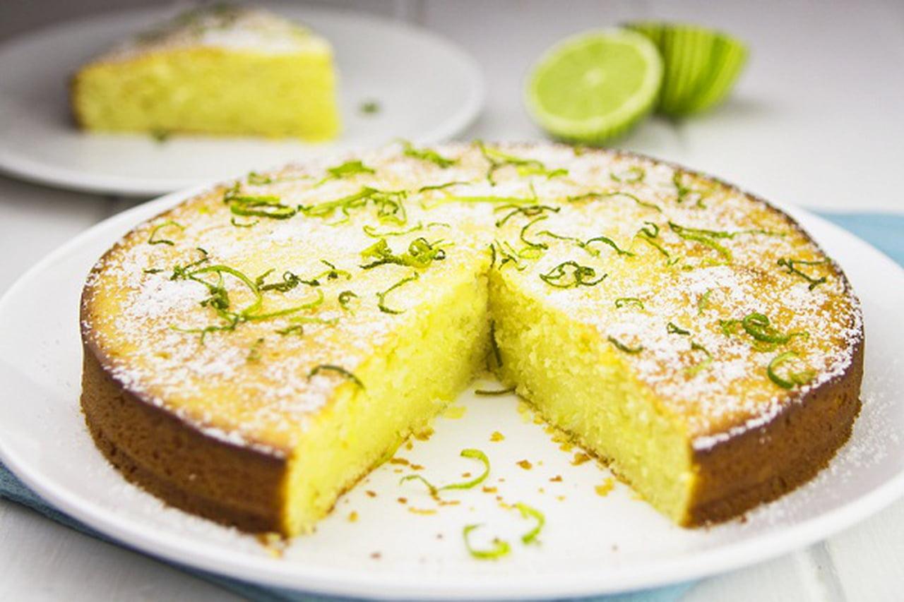 طريقة عمل كيك الزبادي بشراب الليمون  833953