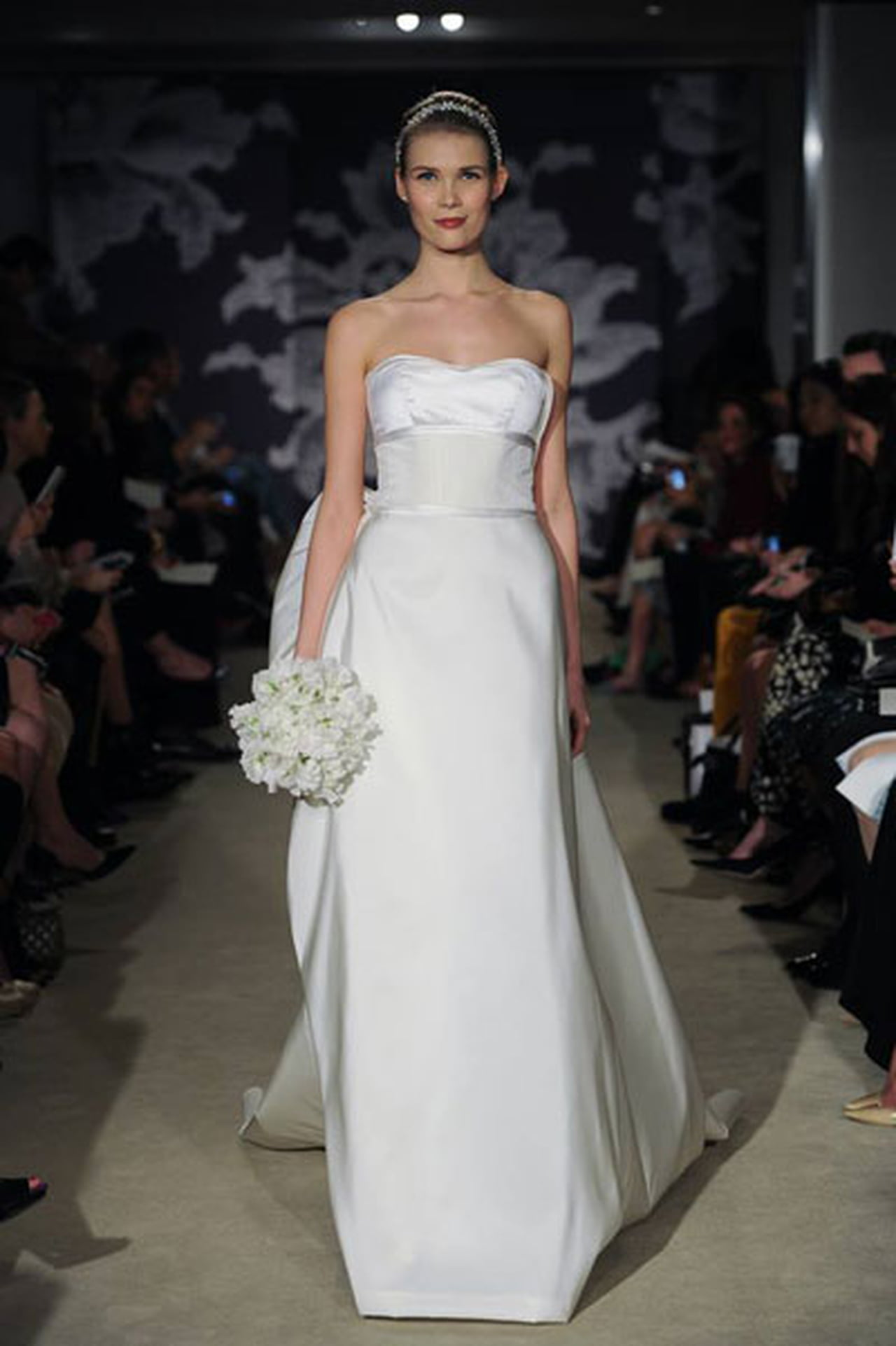 إبداع كلاسيكي في فساتين زفاف 817030