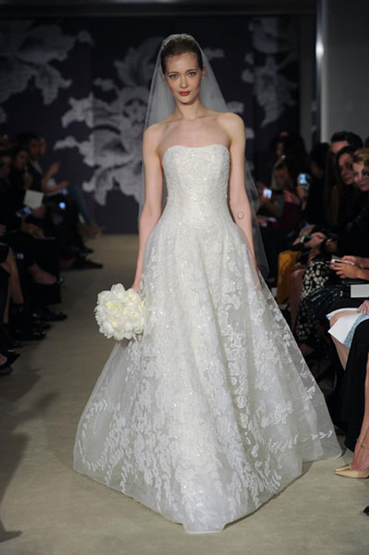 إبداع كلاسيكي في فساتين زفاف 817027