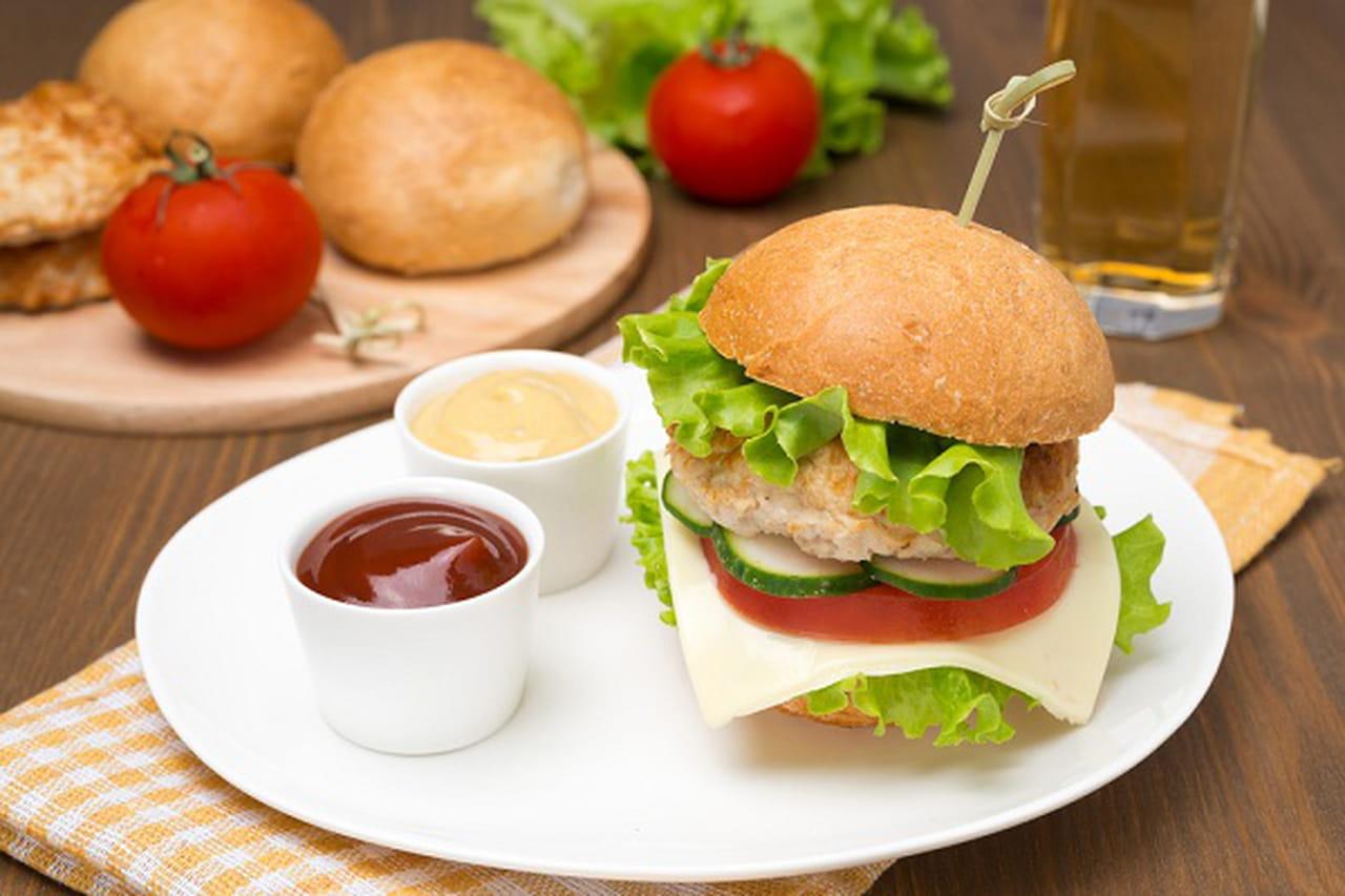 وجبات مدرسية صحية لطفلك: ميني برجر الدجاج  842709