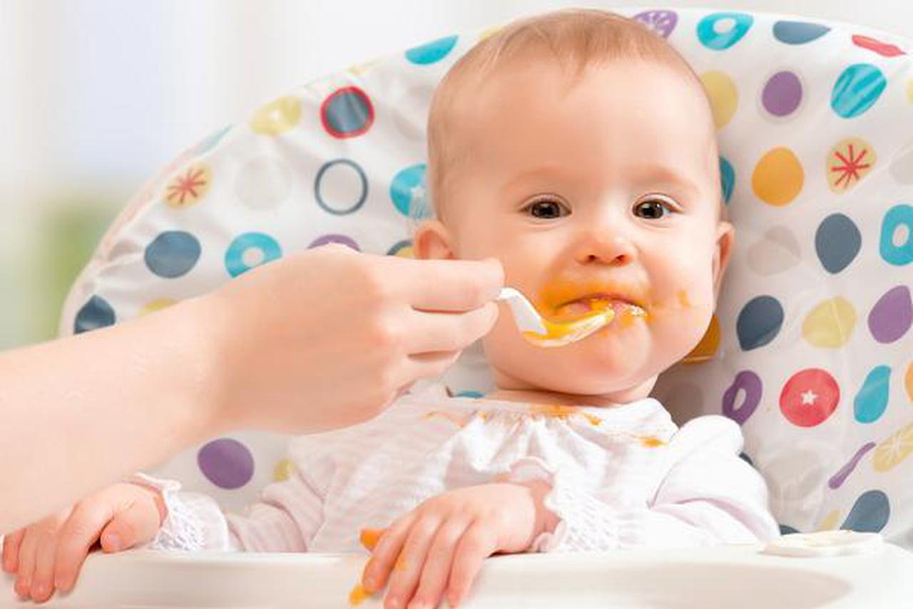 لأطعمة التي يجب عدم تقديمها لطفلك قبل بلوغ عامه الأول. 800037