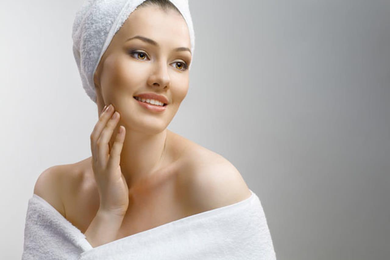 طرق طبيعية فعّالة لتفتيح علامات التمدد على الجلد  838990