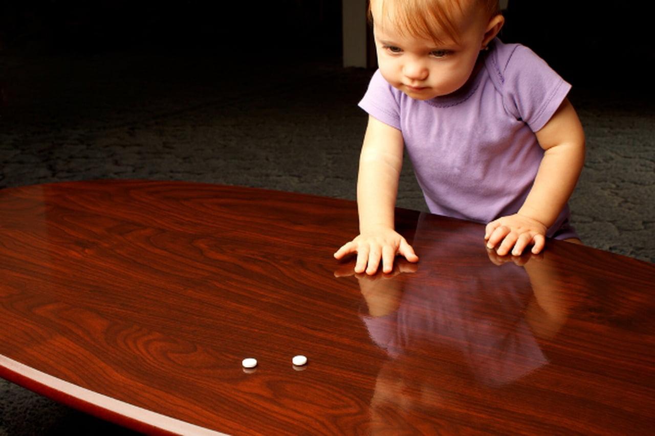 خطوات قومي بها إذا تناول طفلك شيئًا ضارًا  807635